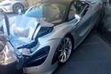 سيارتين من مجموعة سياراتها وقد تعرضوا إلى أضرار كبيرة