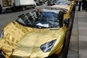 صور السيارات الذهبية للثري السعودي تحصل على مخالفات صف في لندن