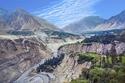 """طريق كاراكوروم (باكستان) - وهذا الطريق الدولي  بارتفاع 4693 متر فوق مستوى سطح البحر على الحدود بين الصين وباكستان هي أعلى الطرق في العالم، الأمر الذي دفع الناس إلى أن تطلق عليه بشكل غير رسمي اسم """"الأعجوبة الثامنة في العالم""""."""