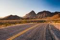 """طريق 66 (الولايات المتحدة الأمريكية) - """"الطريق الأم"""" ويربط شيكاغو إلى لوس انجلوس ويصل طوله ما يقرب من 4000 كم، حيث يقطع 3 ولايات أمريكية جميلة، وحصل على أفضل طريق في العالم عام 2015."""