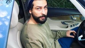 صور سيارات الممثل التركي الوسيم أونور تونا