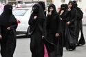 إصدار قانون السماح للنساء السعوديات بالقيادة