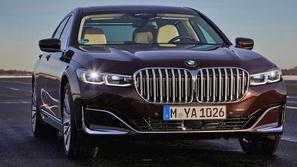 BMW تضيف ميزة التحكم عن بعد للفئة السابعة الشهيرة