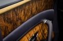 بنتلي تقدم قشرة جديدة من خشب الجوز بمسام مفتوحة لعملائها المميزين 1