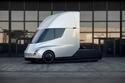 استعدادات تيسلا لإصدار أول شاحنة كهربائية