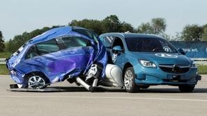 بالفيديو.. وسائد هوائية لحماية السيارة من الخارج