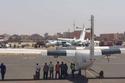 الطائرتان المحطمتان في مدرج المطار 1