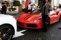 راندا جبر مع سيارة من طراز فيراري