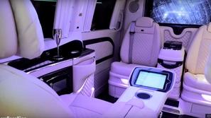 بالصور: سيارة مرسيدس الفخمة بداخلها بلاي ستيشن