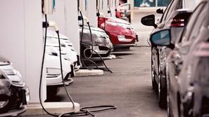 كيفية اختيار أفضل محطة شحن لسيارتك الكهربائية؟