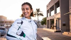 سيدة أعمال سعودية تشارك في سباقات السيارات