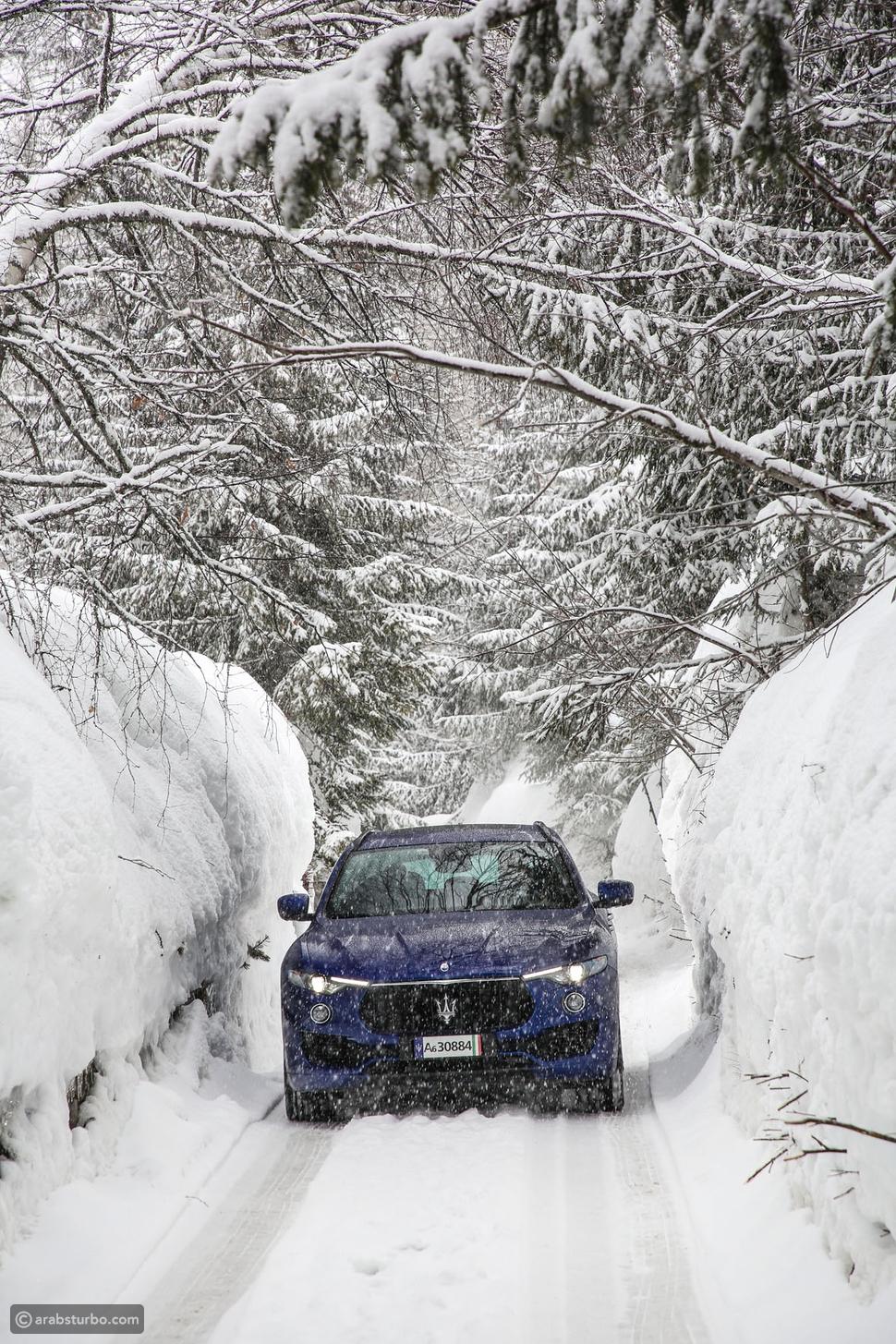 للوصول إلى الحلبة توجب علينا قيادة سيارات مازيراتي لمدة ساعتين على طرقات متعرجة مكسوة بالثلوج ومحاطة بالأشجار المتجمدة