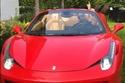 النجم المصري داخل سيارة فيراري 458