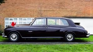 بالصور: السيارة الأهم في تاريخ دولة الإمارات