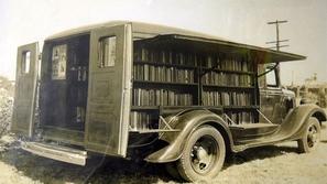 بالصور: عندما تحولت السيارات إلى مكتبات متحركة