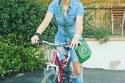 صورة باسكال مشعلاني تقود دراجتها بإطلالة صيفية جريئة!