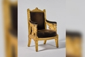 كرسي ذهبي كان قد صُنع لغرفة عرش نابليون