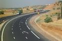 الطرق في السعودية تشهد عملاً مستمراً