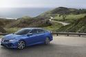 هوندا سيفيك Si 2017 باللون الأزرق على الطريق