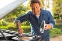 صور أحد أشهر طباخي العالم يحصل على مطبخ متنقل من لاند روفر