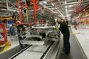 صناعة السيارات الكهربائية في مصنعها الذي يقع في كاسل بروميتش بالمملكة