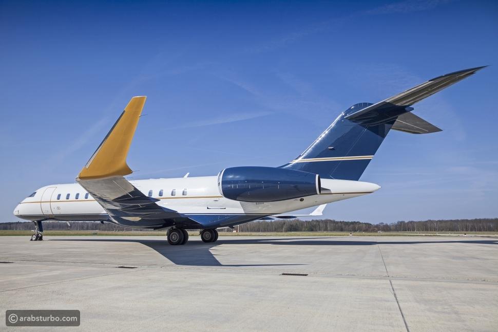 طائرة نفاثة مطلية بخمسة مليارات بلورة ألماس في دبي