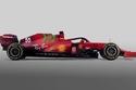 سيارة فيراري لموسم 2021 باللون الأحمر مع أجزاء خضراء