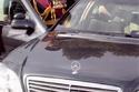 الملك عبدالله يدخل سيارته المرسيدس الفارهة