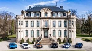 بالصور: أندر طرازات بوغاتي تجتمع في قصر فرنسي تاريخي