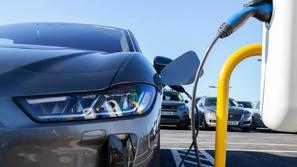 قبل أن تشتري سيارة كهربائية.. تعرف على الأفضل في 2019
