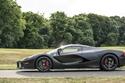 صور واحدة من أصل ثلاث سيارات فيراري لافيراري باللون الأسود المطفي للبيع!