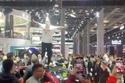 سيدة صينية تقفز على موديل 3