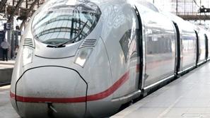حادث مفزع.. تصادم قطار بسيارة شرق فرنسا