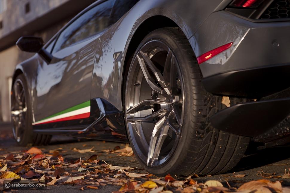 لمبرجيني هوراكان بيرفورمانتي معدلة بجنوط PUR Wheels