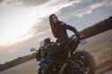 أول سائقة دراجات نارية للمشاهد الخطيرة في هوليوود