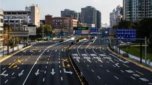 بالصور: مطارات ومحطات قطار تتحول لمدن أشباح