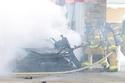 محاولات رجال الإطفاء للسيطرة على حريق ماكلارين 765LT