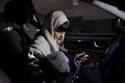 السيدة منيرة السناني صاحبة الـ72 عام التي تقود سيارتها في مدينة القطيف