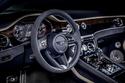 نظرة على فخامة عجلة القيادة والمقصورة الأمامية