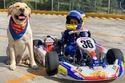 بالصور.. معجزة سيارات السباق صاحب الـ4 سنوات