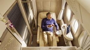 مقصورة الدرجة الأولى لطيران الإمارات بإلهام من مرسيدس بنز إس كلاس