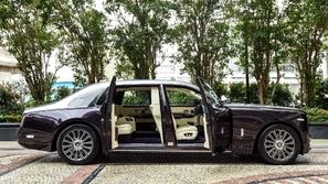 بالصور: محمد رمضان يكشف عن سيارة مسلسل البرنس