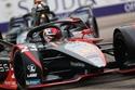 سيارات فريق نيسان إي دامس خلال فعاليات سباق الدرعية فورمولا إي