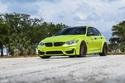 صور بي إم دبليو M3 تتألق باللون الأخضر الليموني وبجنوط برونزية خيالية