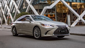 بالصور: لكزس تطرح أول سيارة في العالم بدون مرايا جانبية!