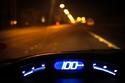 2- القيادة على سرعات عالية يزيد من معدل حرق الوقود، ويعجل باستهلاكه، لذا فالسرعة الأنسب للقيادة عليها للحصول على أقل معدل استهلاك للوقود ستكون 100 كم في الساعة.