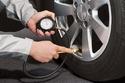 1- إطارات السيارة كلما كان ضغط هوائها منضبطا؛ زاد ذلك من قدرة السيارة على السير دون جهد زائد على المحرك، ما يقلل من استهلاك الوقود خلال السفر.