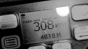 مطاردة شاب يقود سيارة بسرعة 308 كم