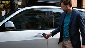3 خطوات تدخلك سيارتك بدون مفتاح