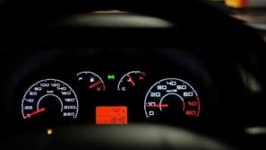 أضرار قيادة السيارة مع اقتراب نفاذ الوقود